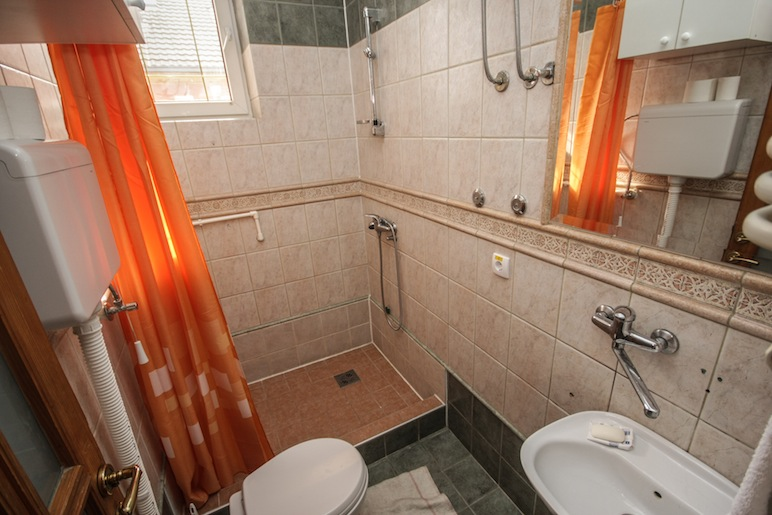 Hostel Terasa, Novi Sad, Serbia, bathroom 2